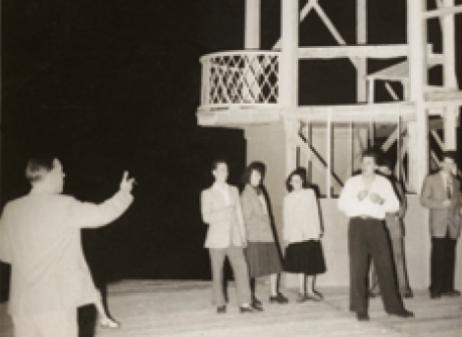 https://www.leshivernalesdufestivaldanjou.com/wp-content/uploads/2020/03/histoire-romeo-juliette-1950.png